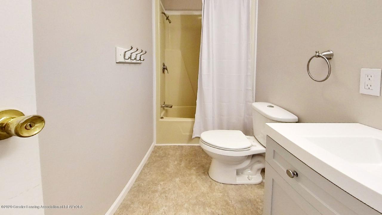 1552 S Michigan Rd - 1552-S-Michigan-Rd-Bathroom(2) - 15