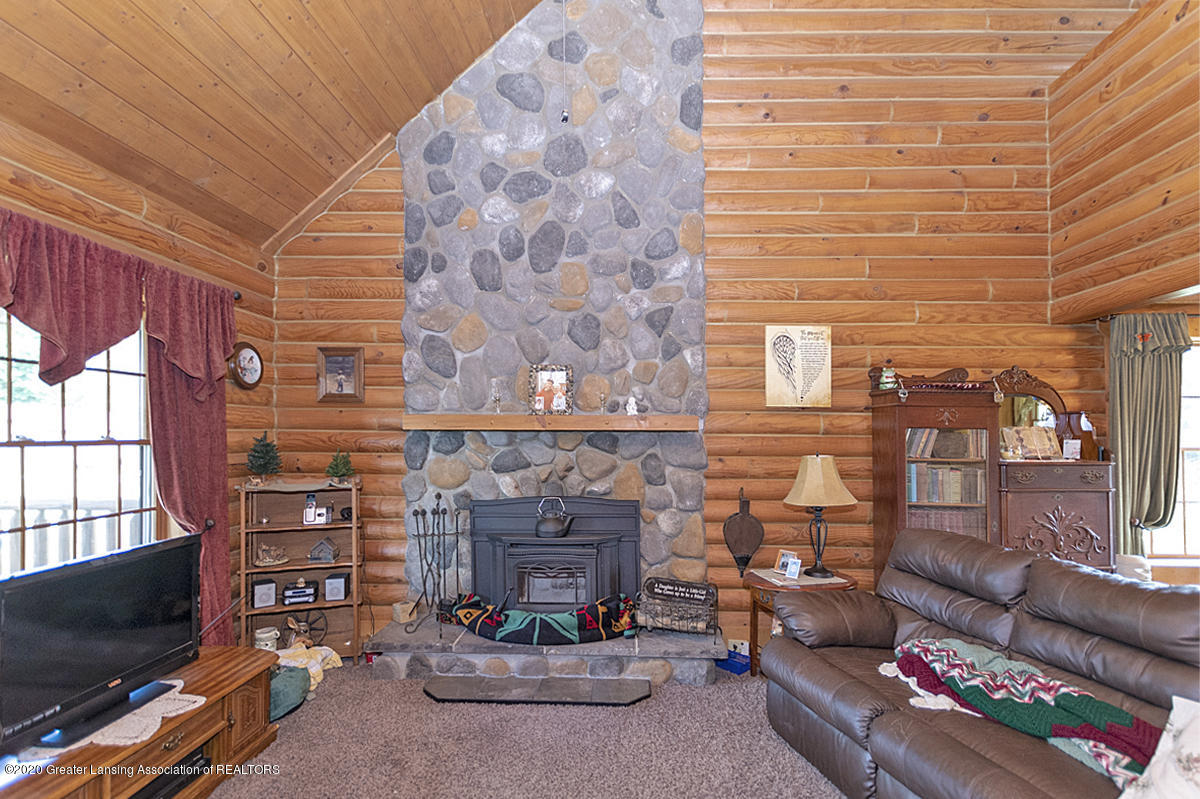 6898 E Spicerville Hwy - Stone Fireplace - 4