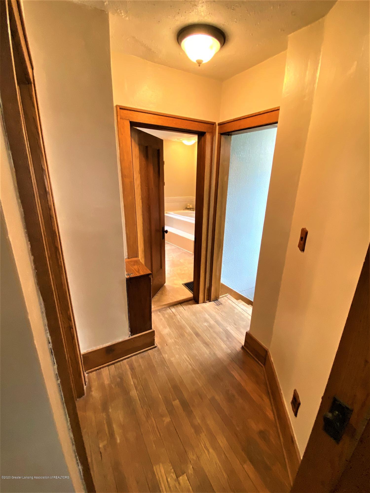 113 S Sheldon St - 26 2nd Flr Hallway - 27
