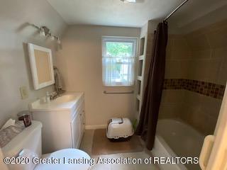5001 Boettcher Ct - 2nd floor bath - 25
