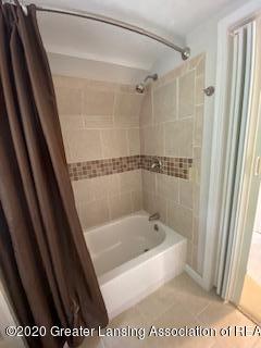 5001 Boettcher Ct - 2nd floor bath - 24