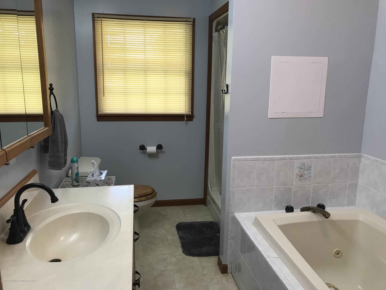 7840 Colby Lake Rd - Master bathroom - 14