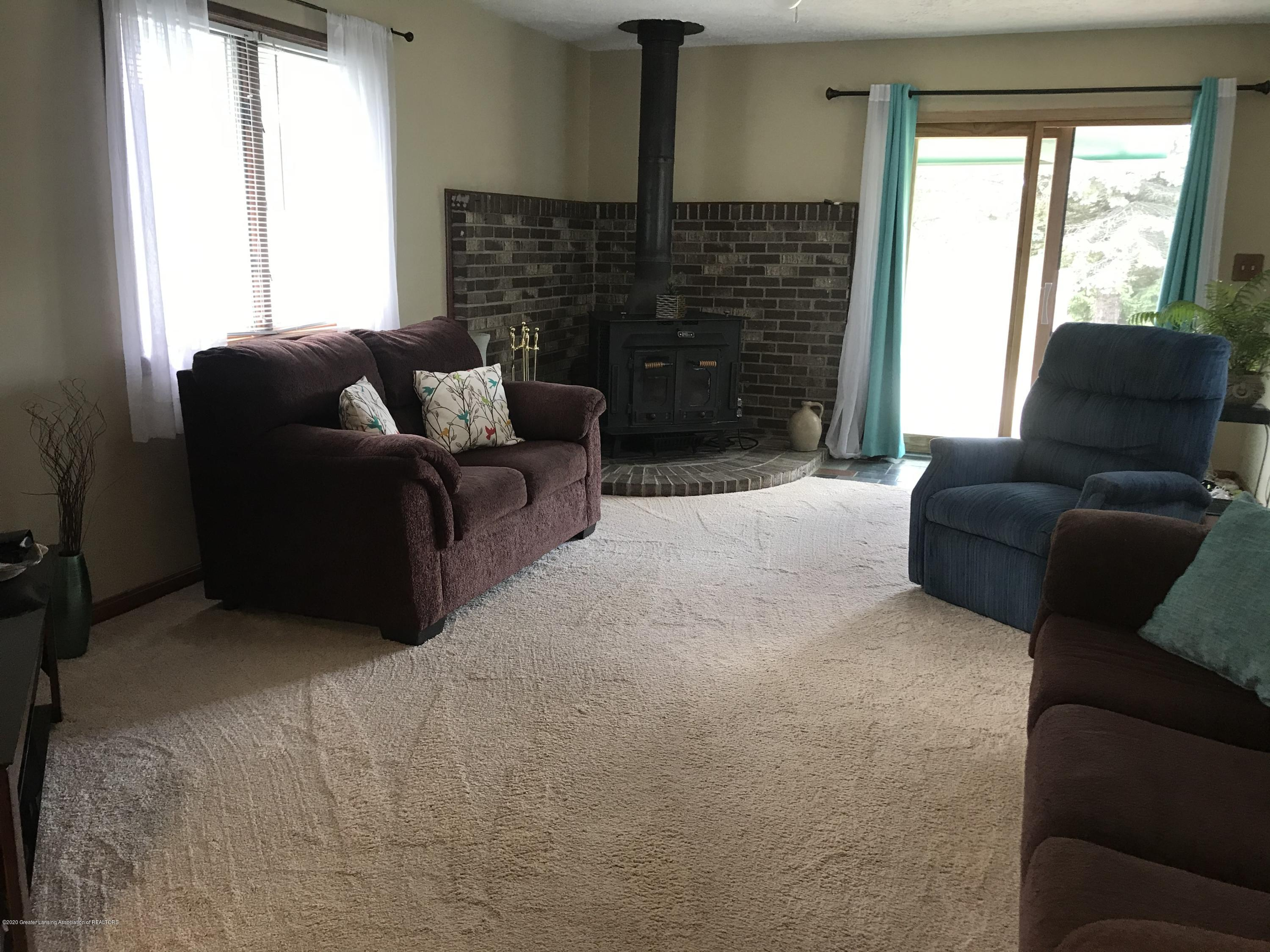7840 Colby Lake Rd - Family room - 8