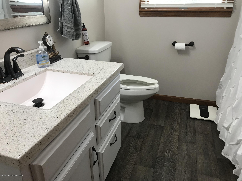 7840 Colby Lake Rd - Main bathroom - 15