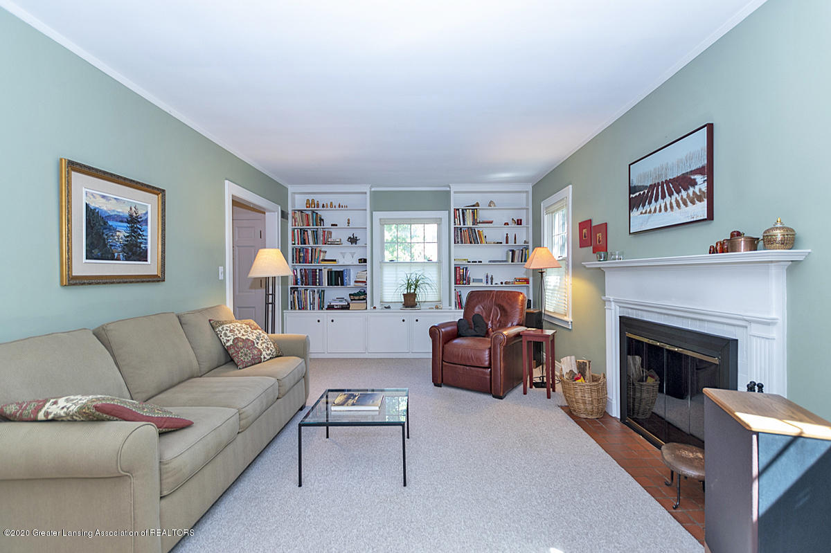 453 Rosewood Ave - Living Room - 3