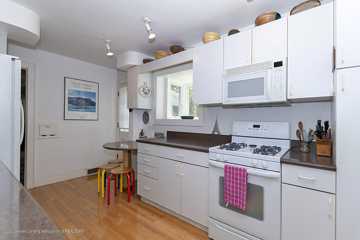 453 Rosewood Ave - Kitchen - 13