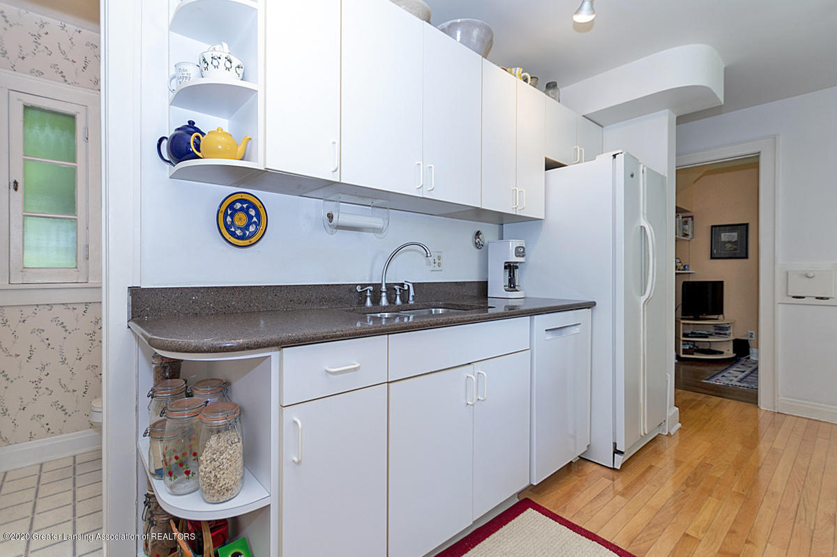 453 Rosewood Ave - Kitchen - 14