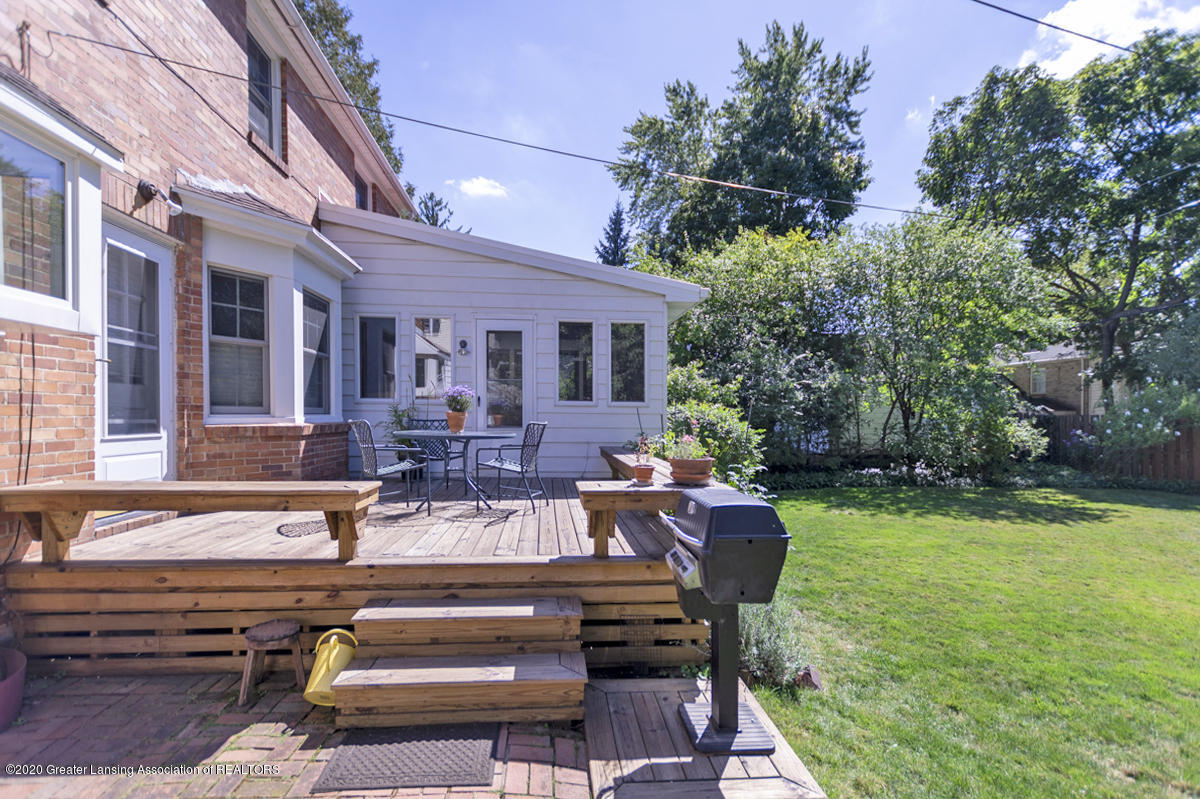 453 Rosewood Ave - Backyard - 28