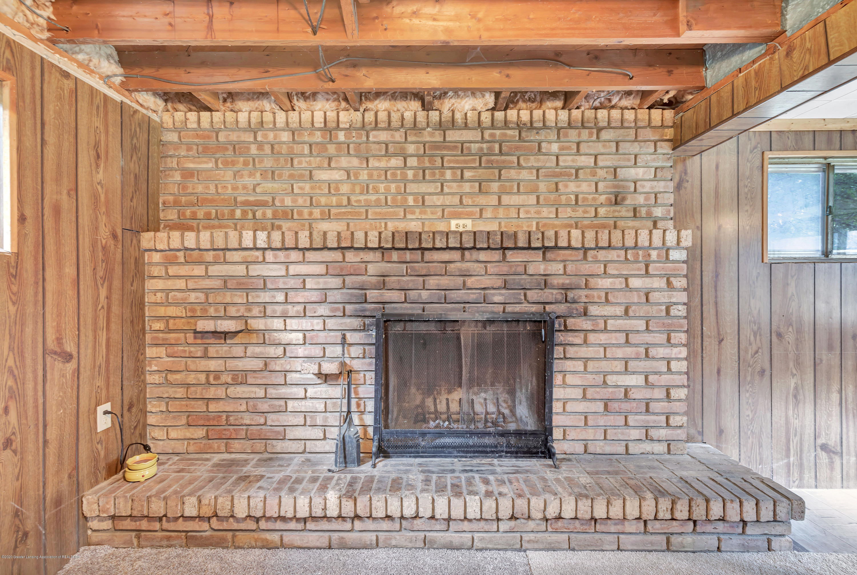 6641 Kingdon Ave - Fireplace - 26