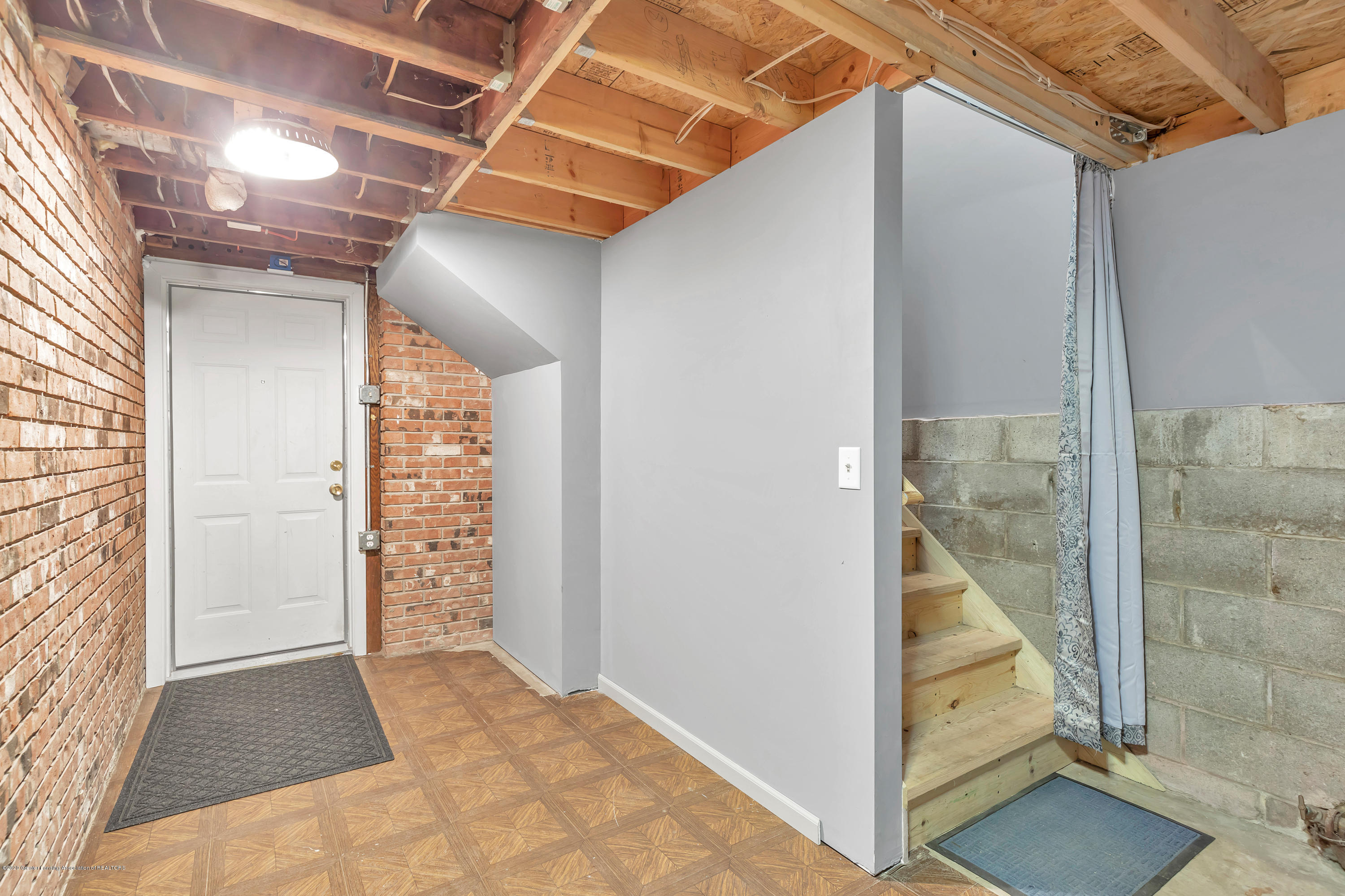 6641 Kingdon Ave - Garage Entry - 27