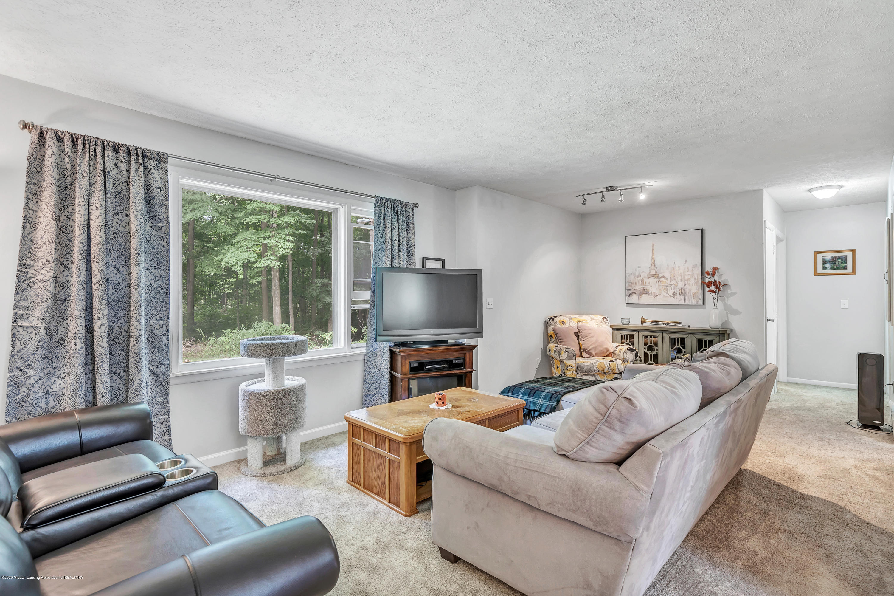 6641 Kingdon Ave - Living Room - 10