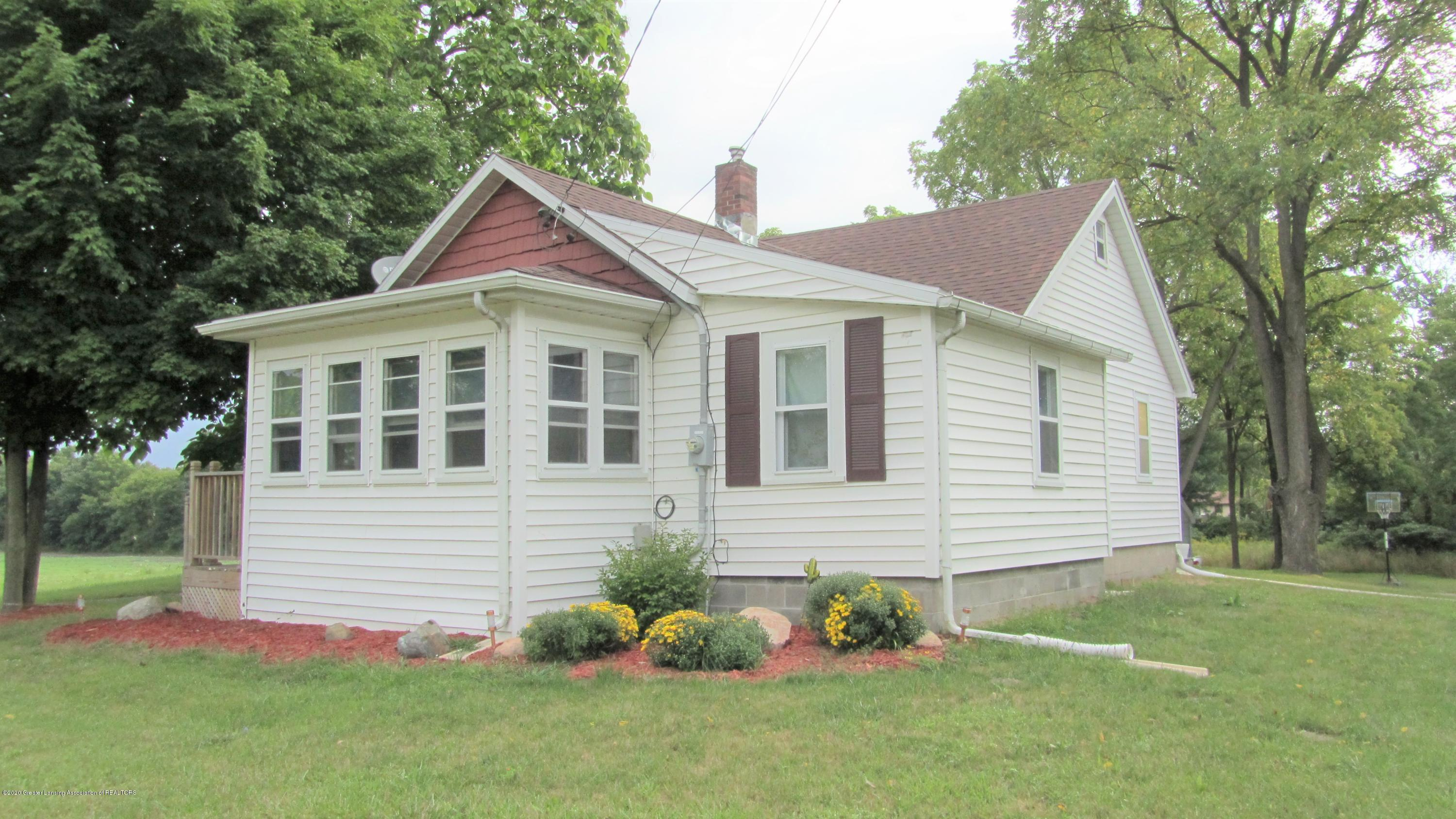 2558 Gilbert Rd - Front of House - 9