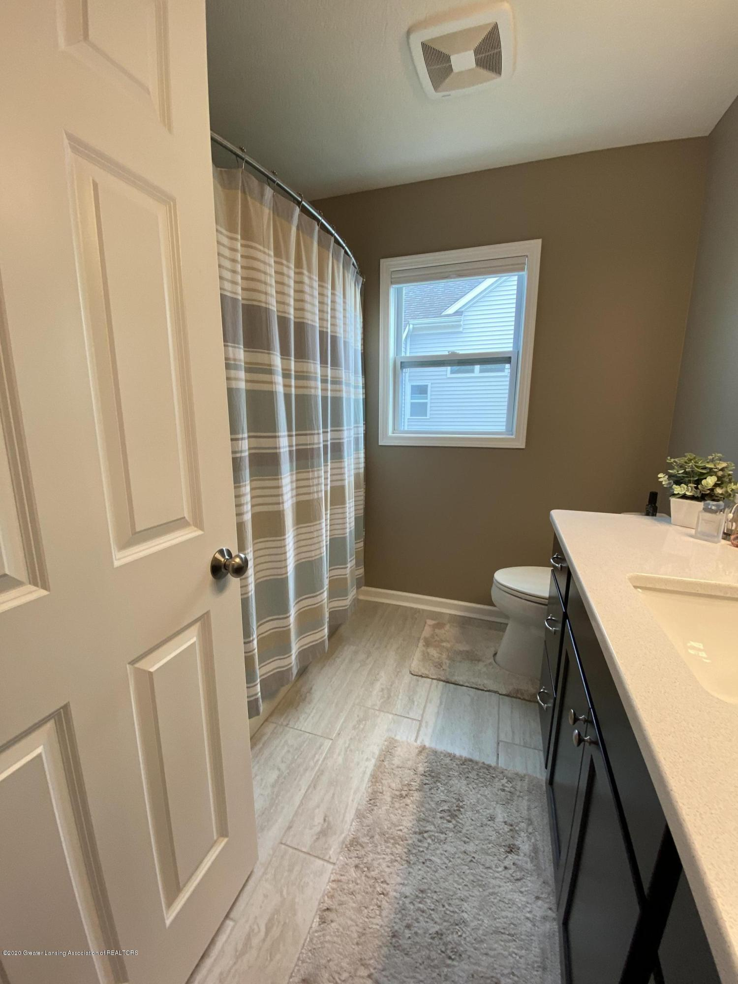 1204 Verbena Ln - main bathroom - 23