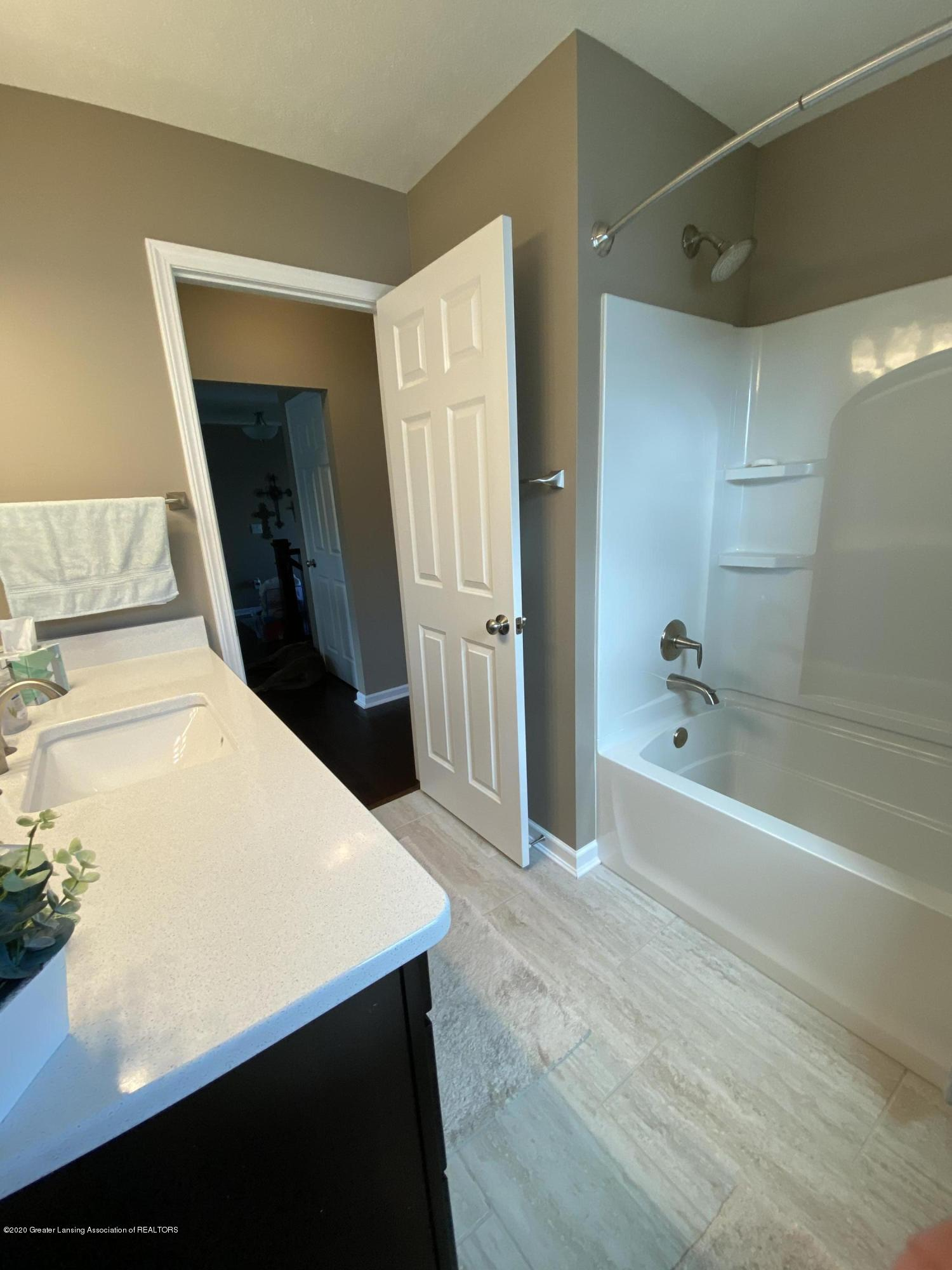 1204 Verbena Ln - main bathroom - 24