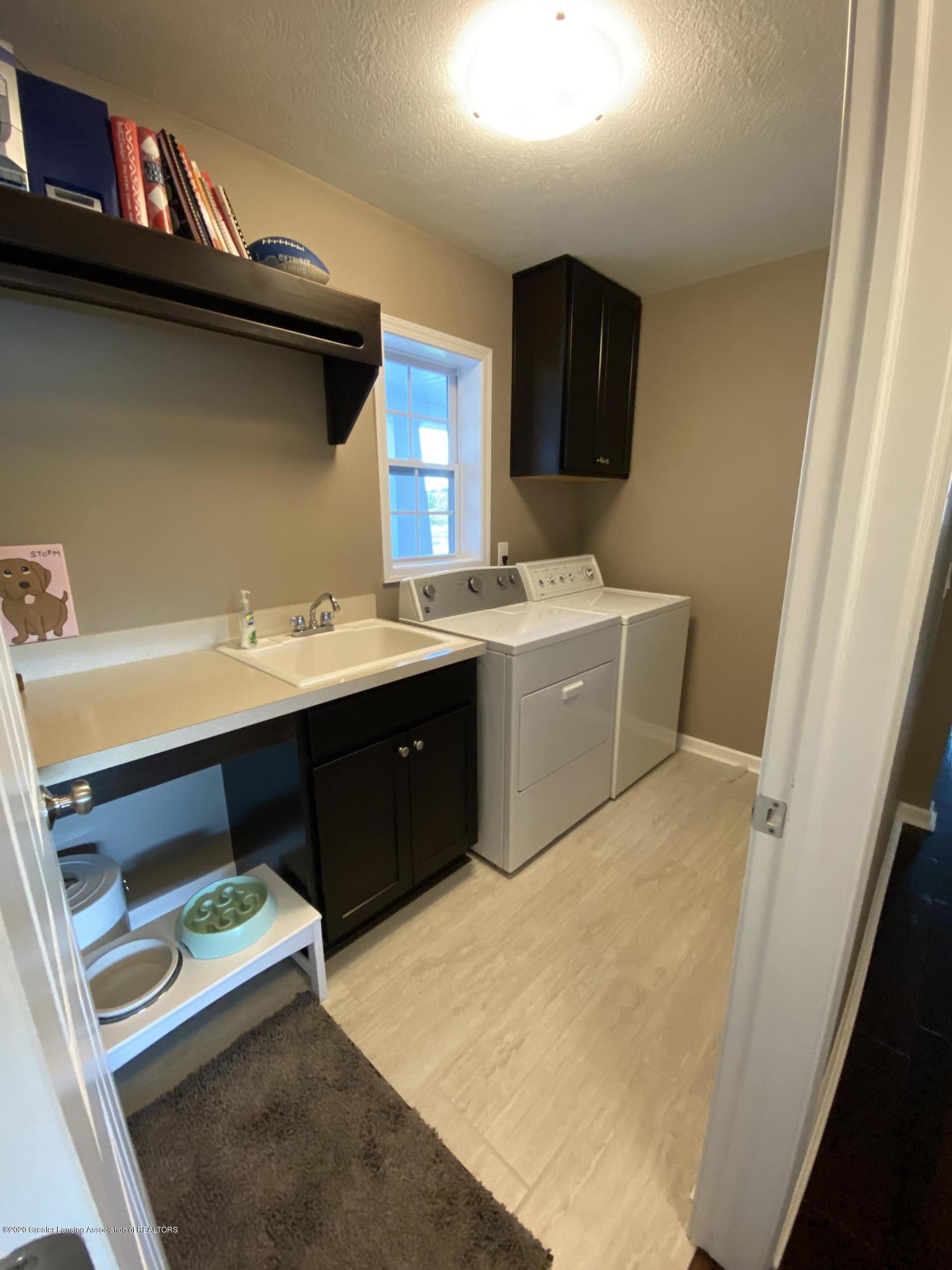 1204 Verbena Ln - laundry room - 10