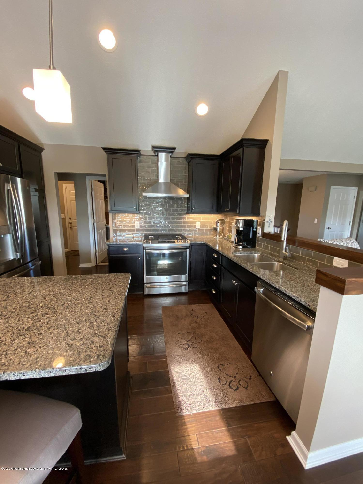 1204 Verbena Ln - kitchen - 7