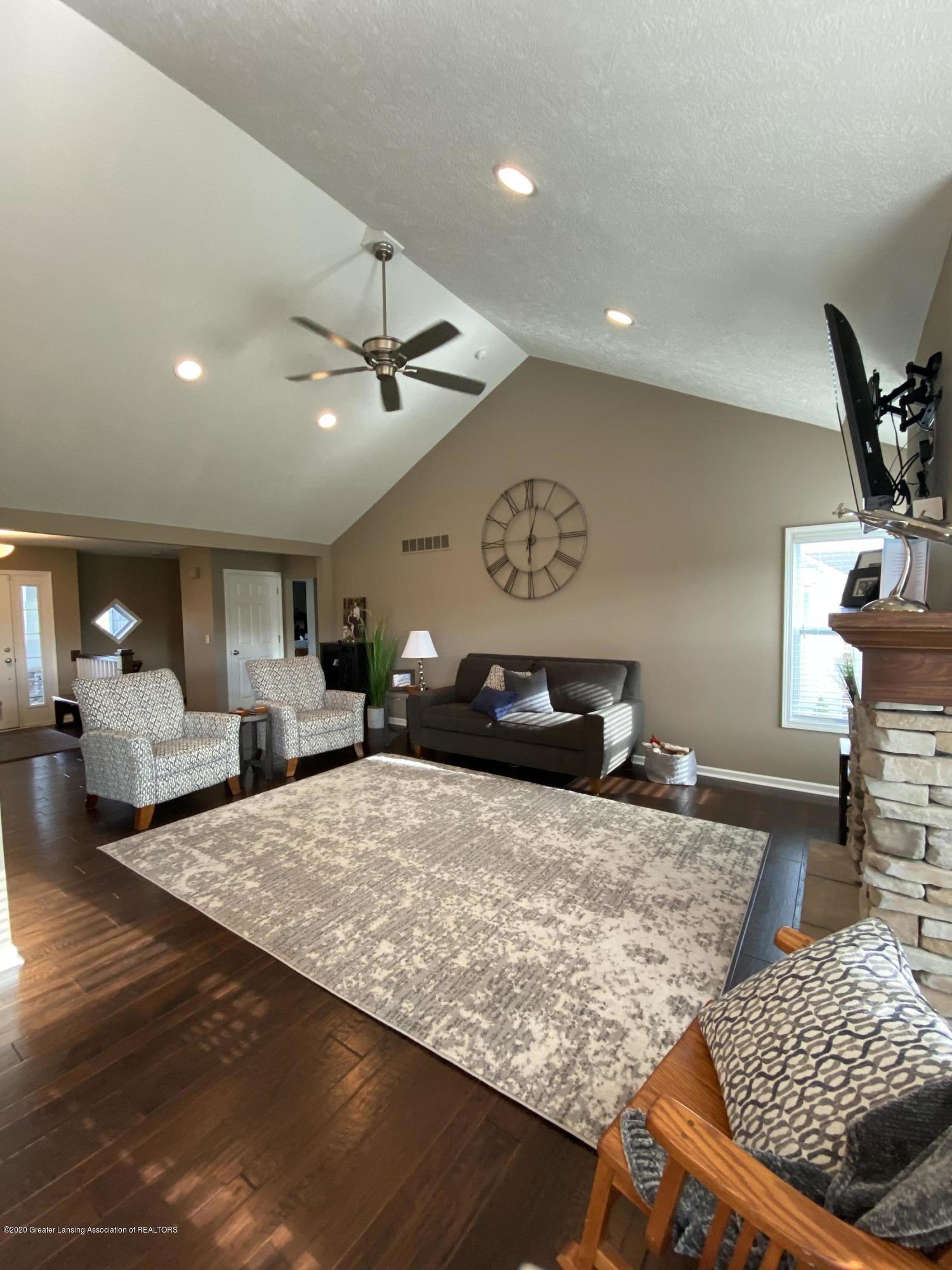1204 Verbena Ln - living room - 4