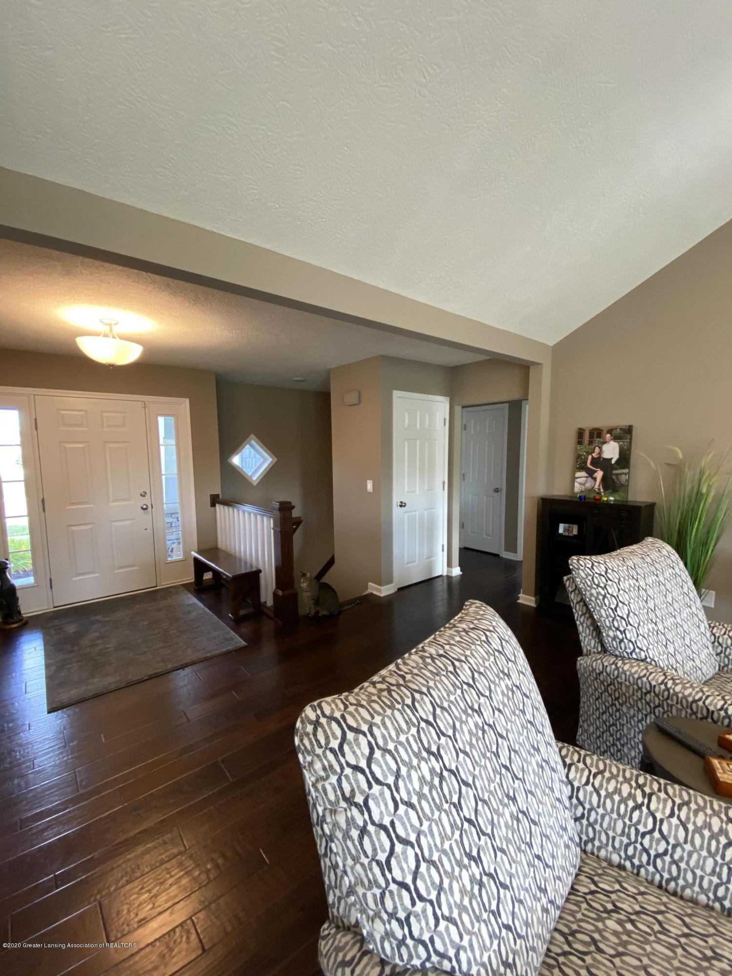 1204 Verbena Ln - living room - 6