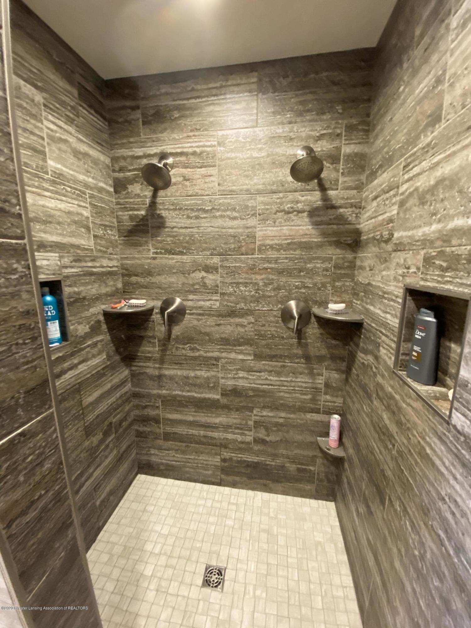 1204 Verbena Ln - master shower - 18