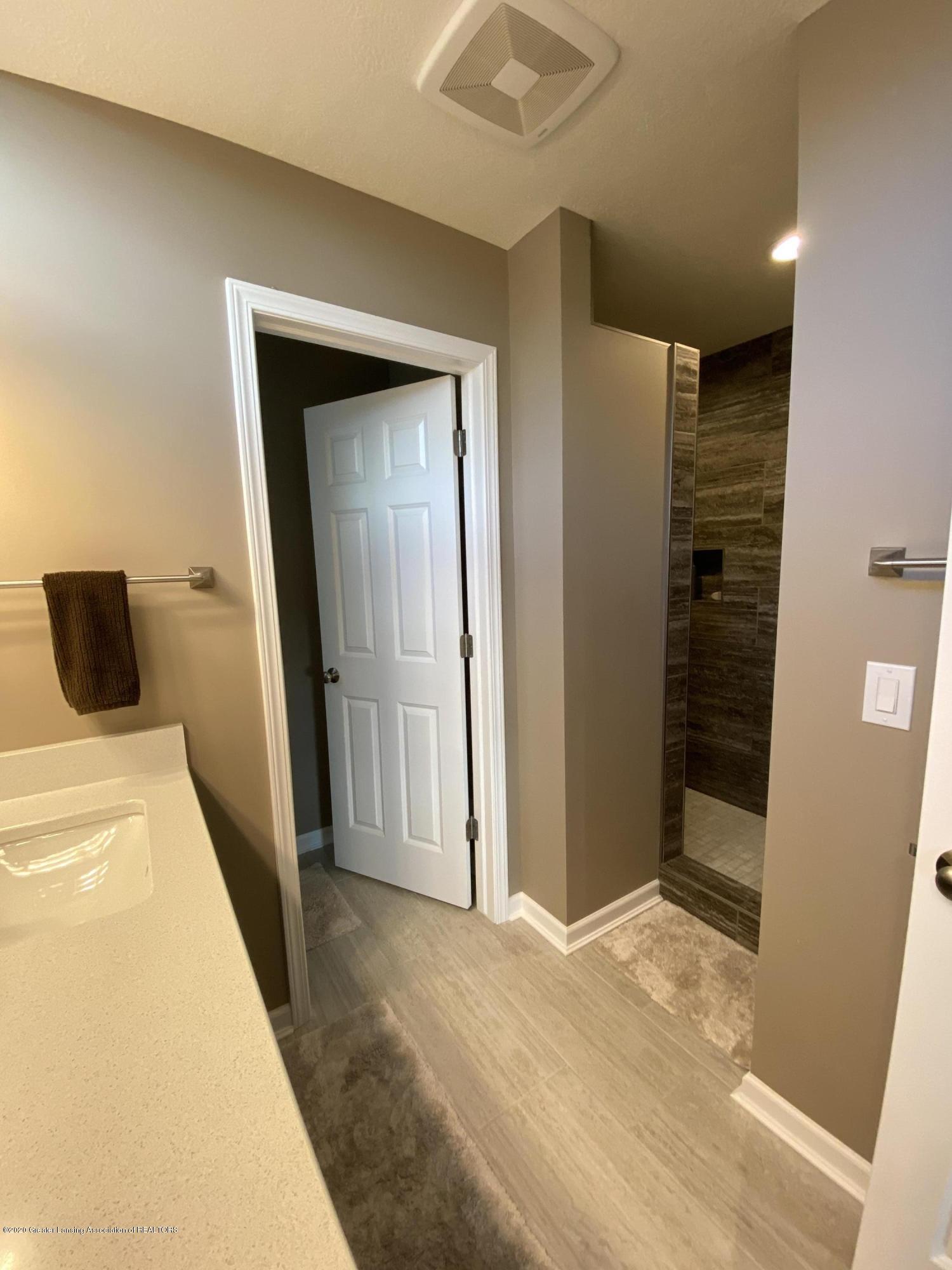1204 Verbena Ln - master bathroom - 17