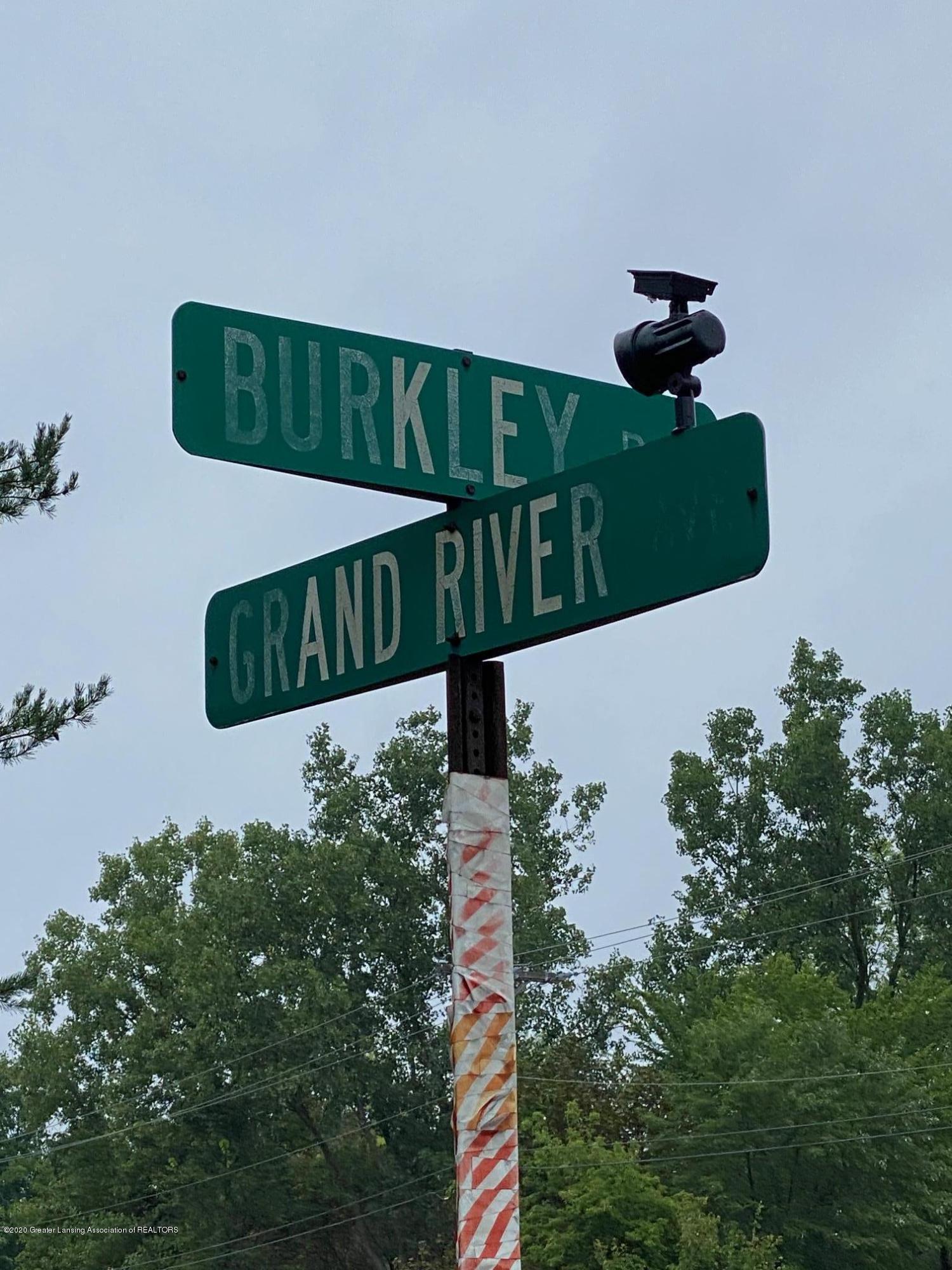 450 E Grand River Ave - Pic 3 - 3