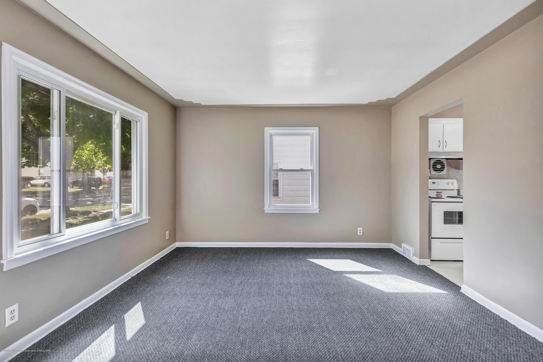 837 Maplehill Ave - Living - 2