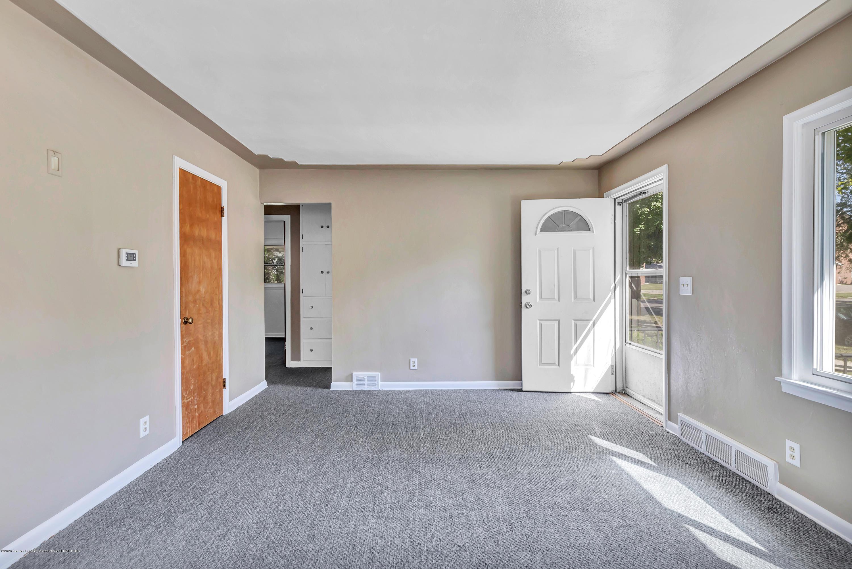 837 Maplehill Ave - Living - 3