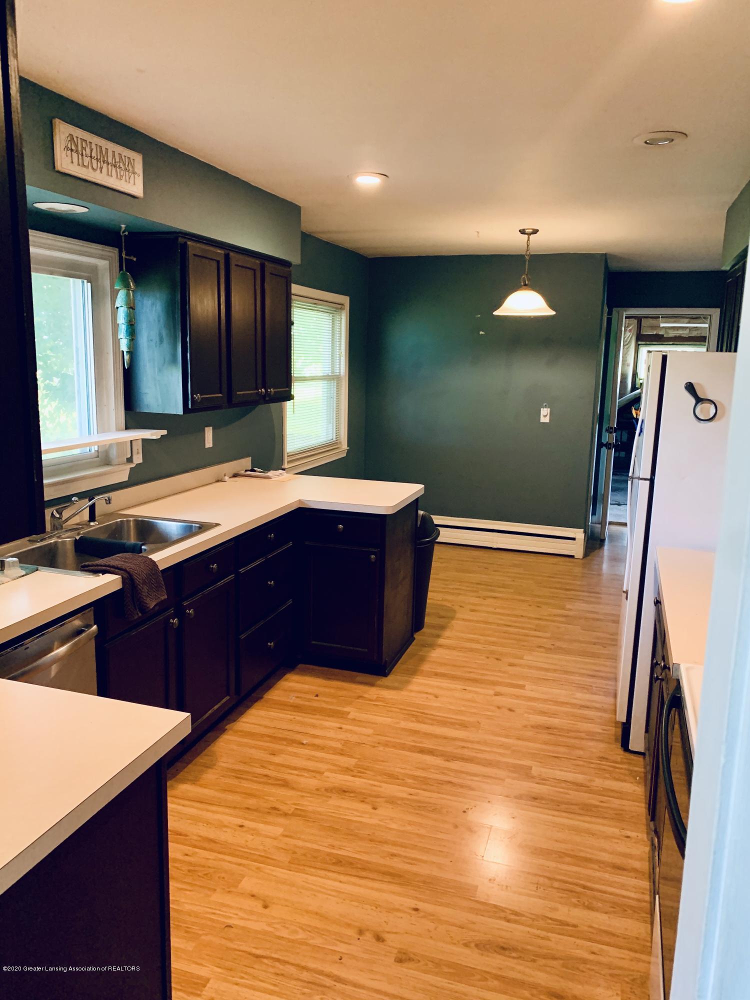 2092 Okemos Rd - Kitchen - 4