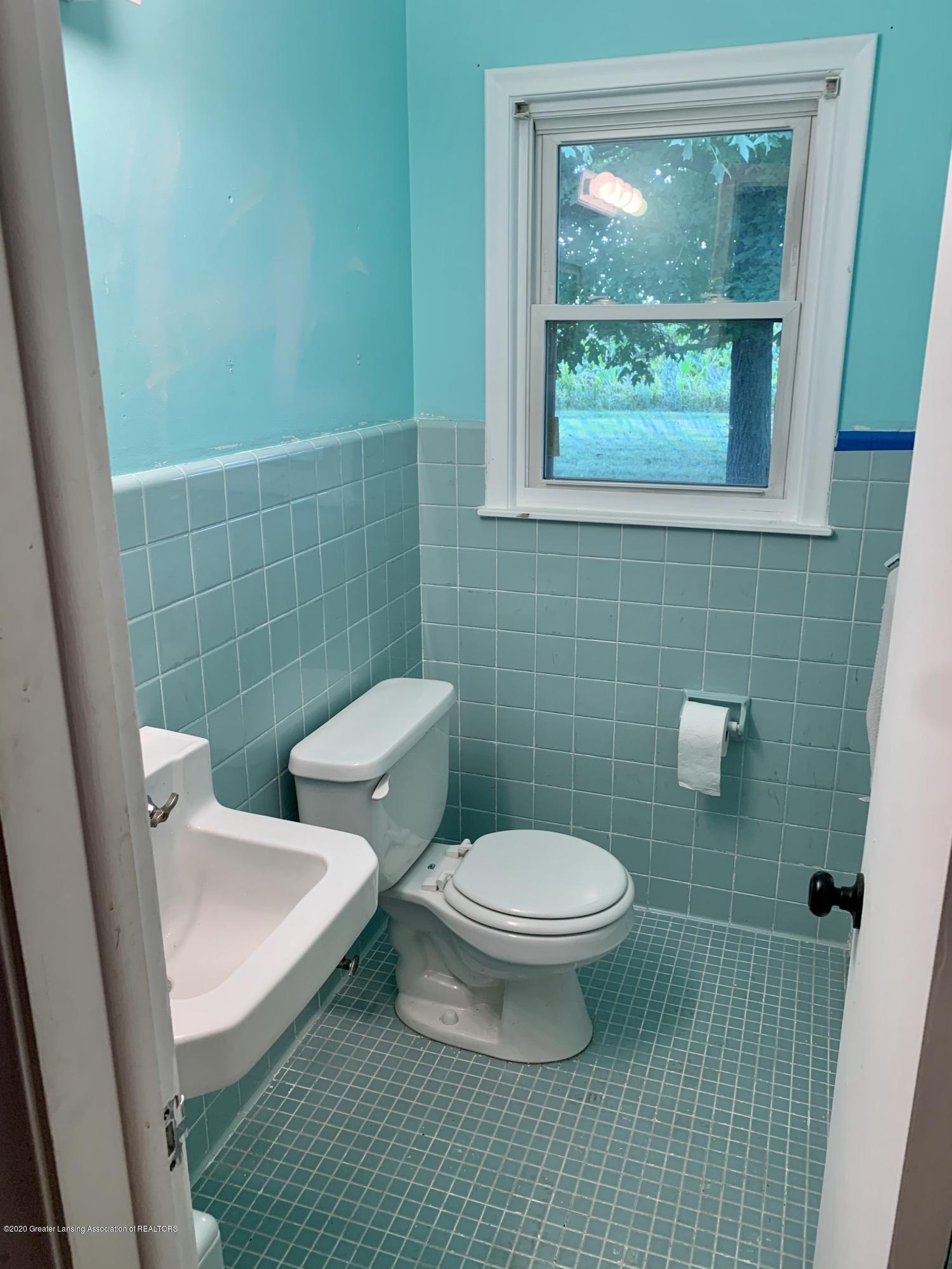 2092 Okemos Rd - Half bath - 24