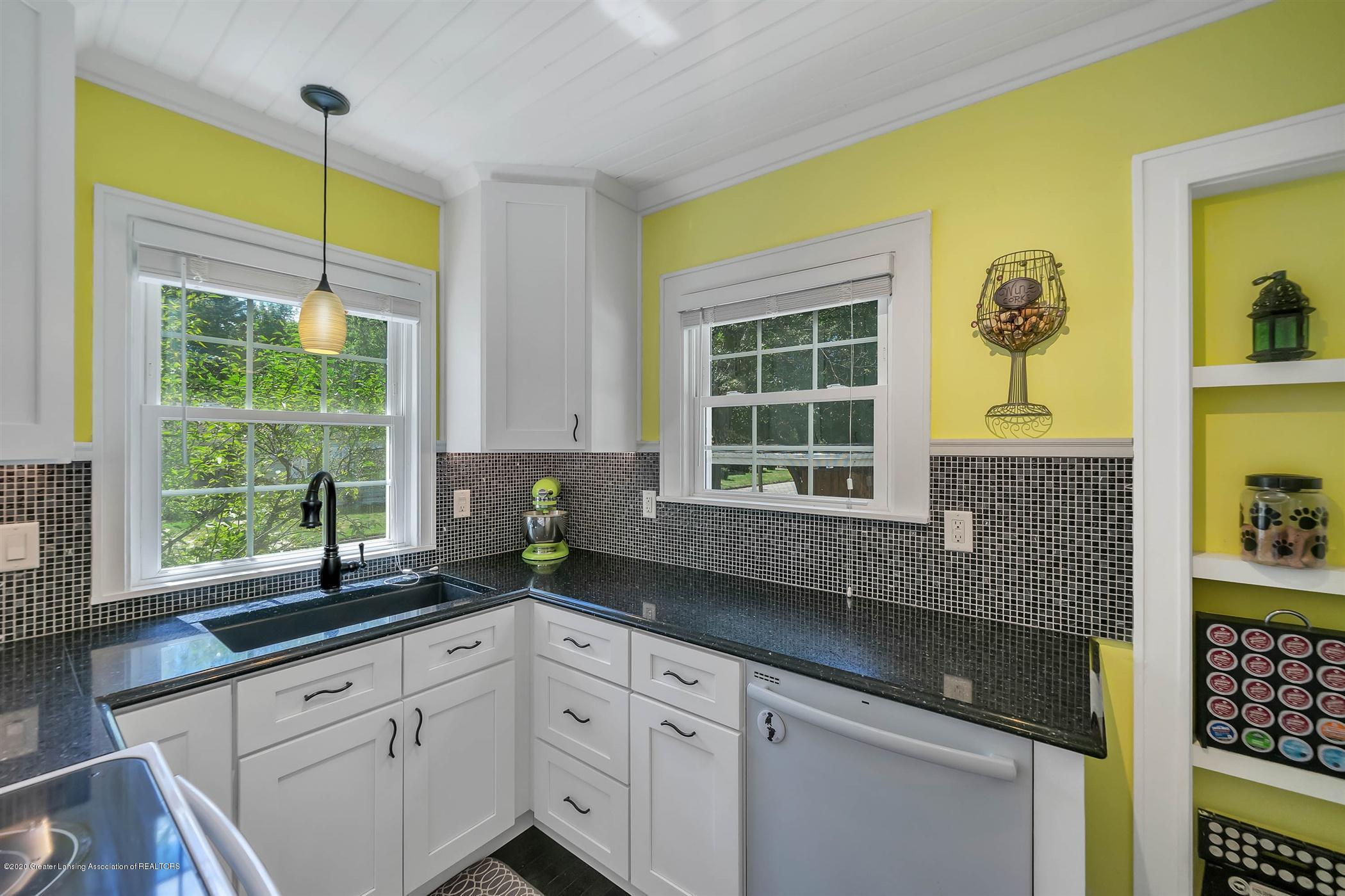 2032 Clifton Ave - (9) MAIN FLOOR Kitchen - 10