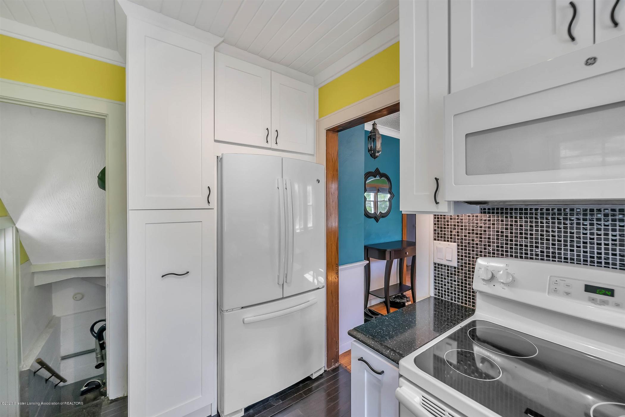 2032 Clifton Ave - (10) MAIN FLOOR Kitchen - 11