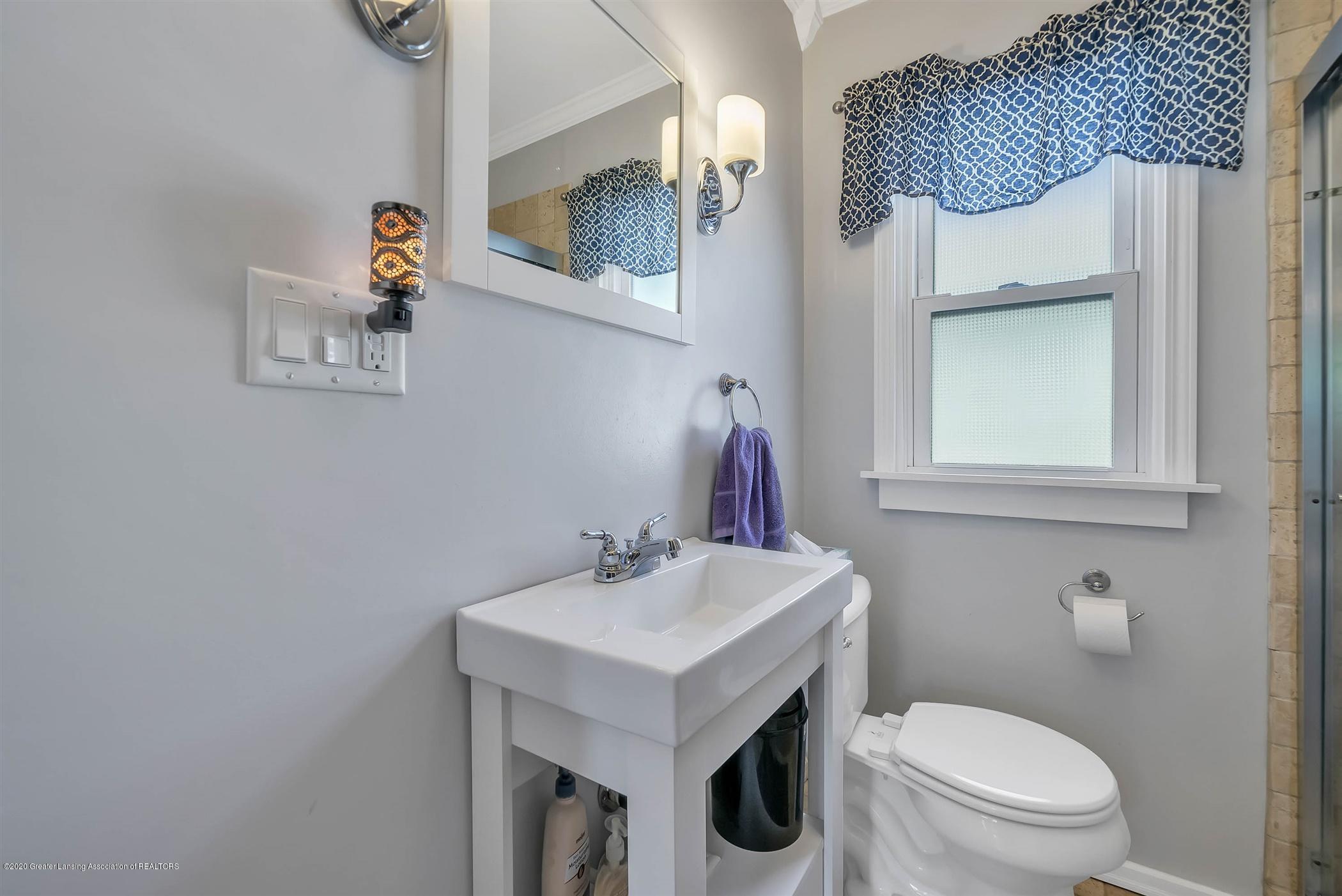 2032 Clifton Ave - (13) MAIN FLOOR Bathroom - 14