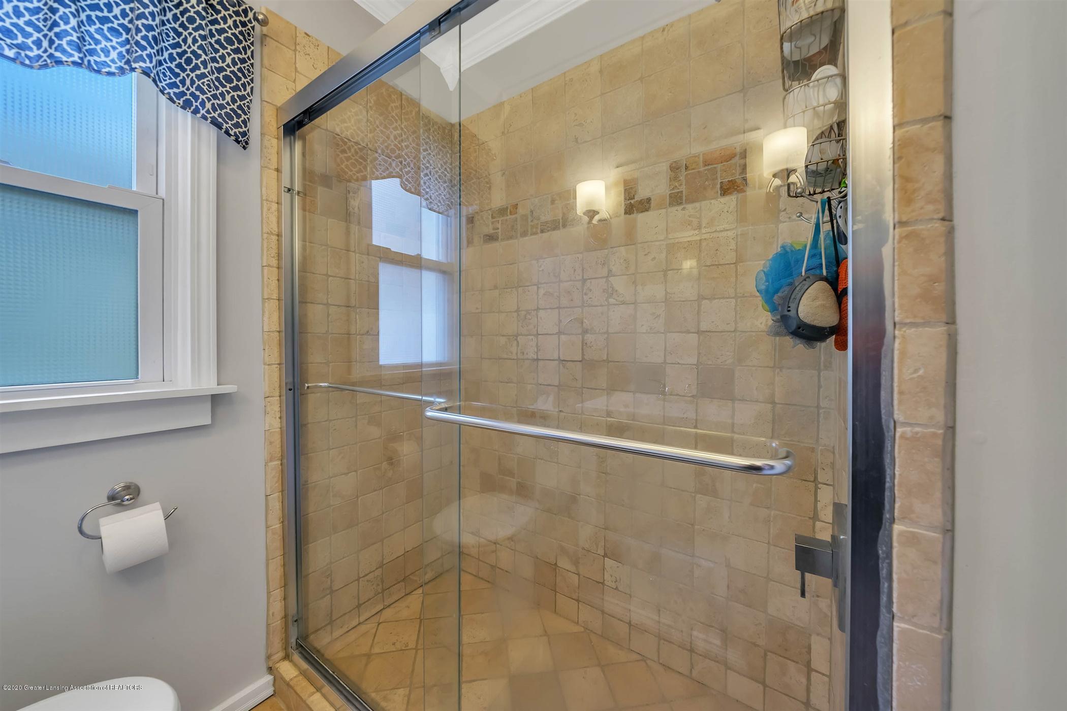 2032 Clifton Ave - (14) MAIN FLOOR Bathroom - 15
