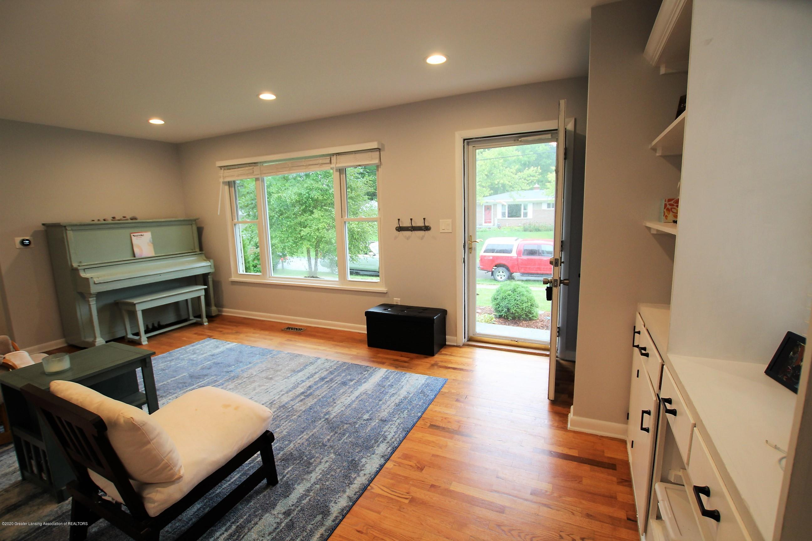5585 Hallendale Rd - Formal Living Room - 6