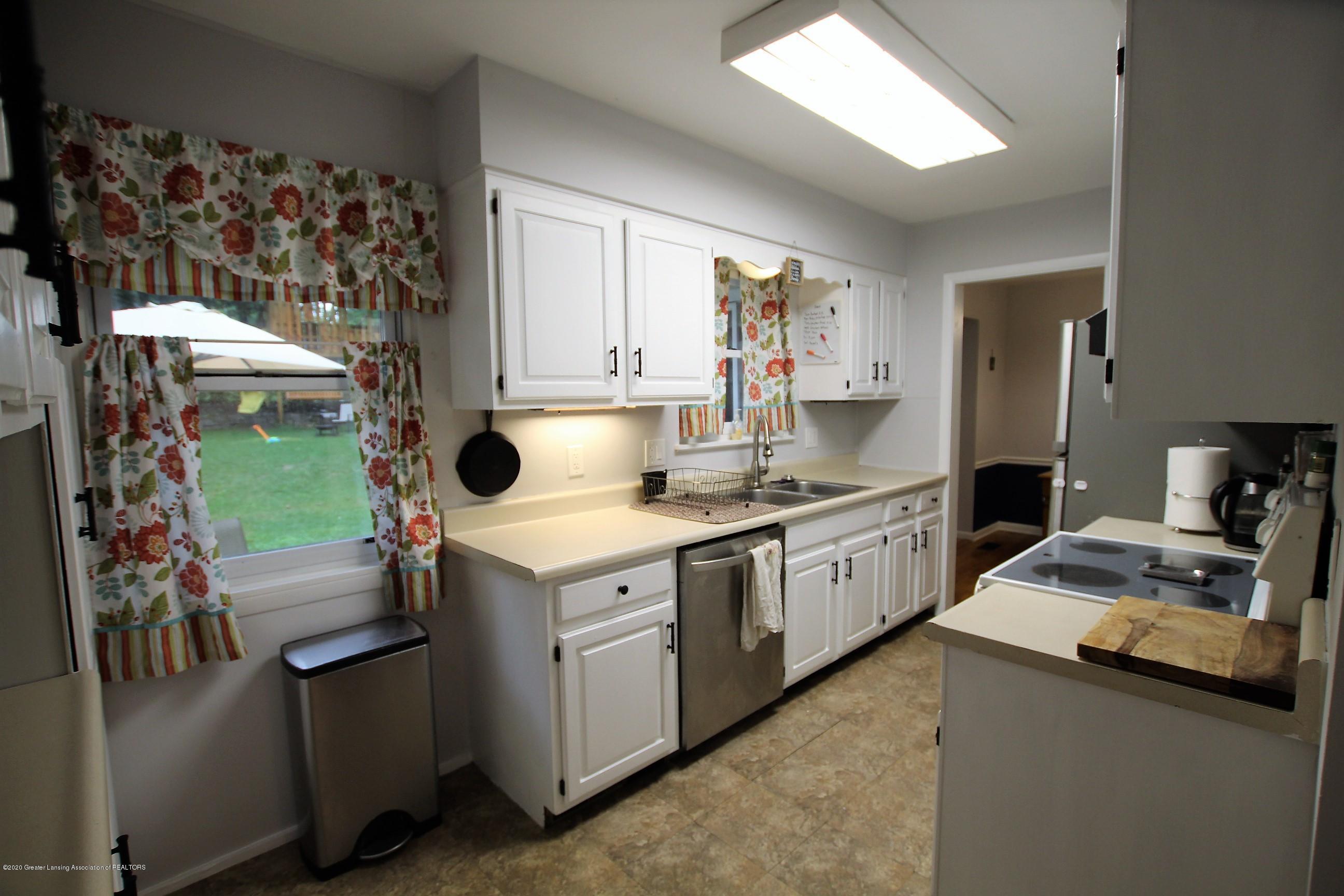 5585 Hallendale Rd - Kitchen - 10