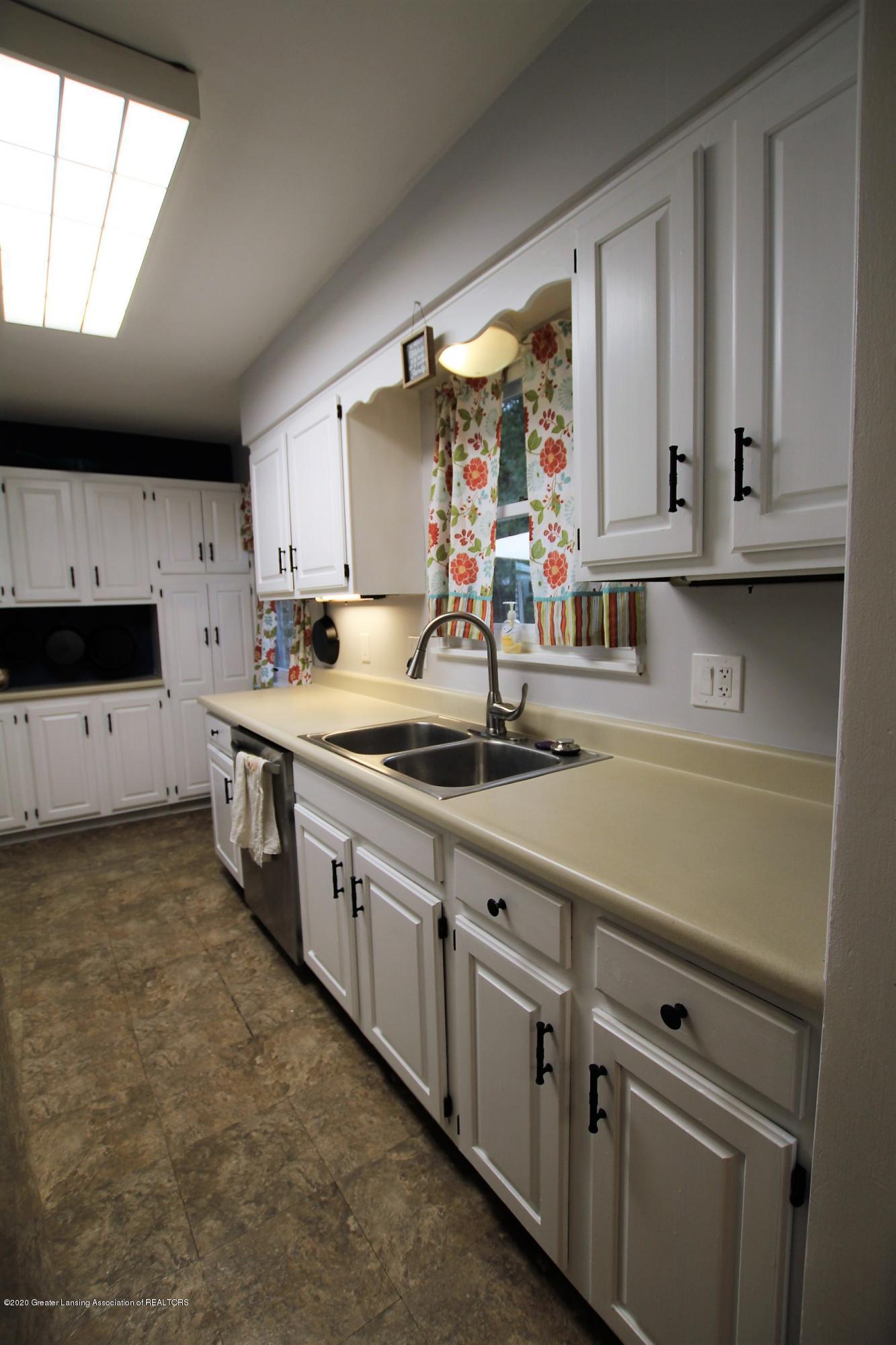 5585 Hallendale Rd - Kitchen - 11