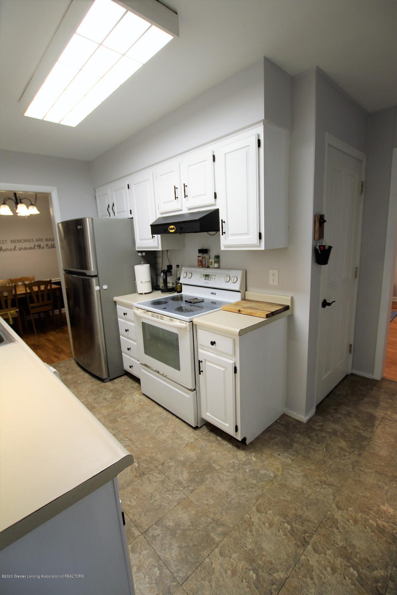 5585 Hallendale Rd - Kitchen - 12
