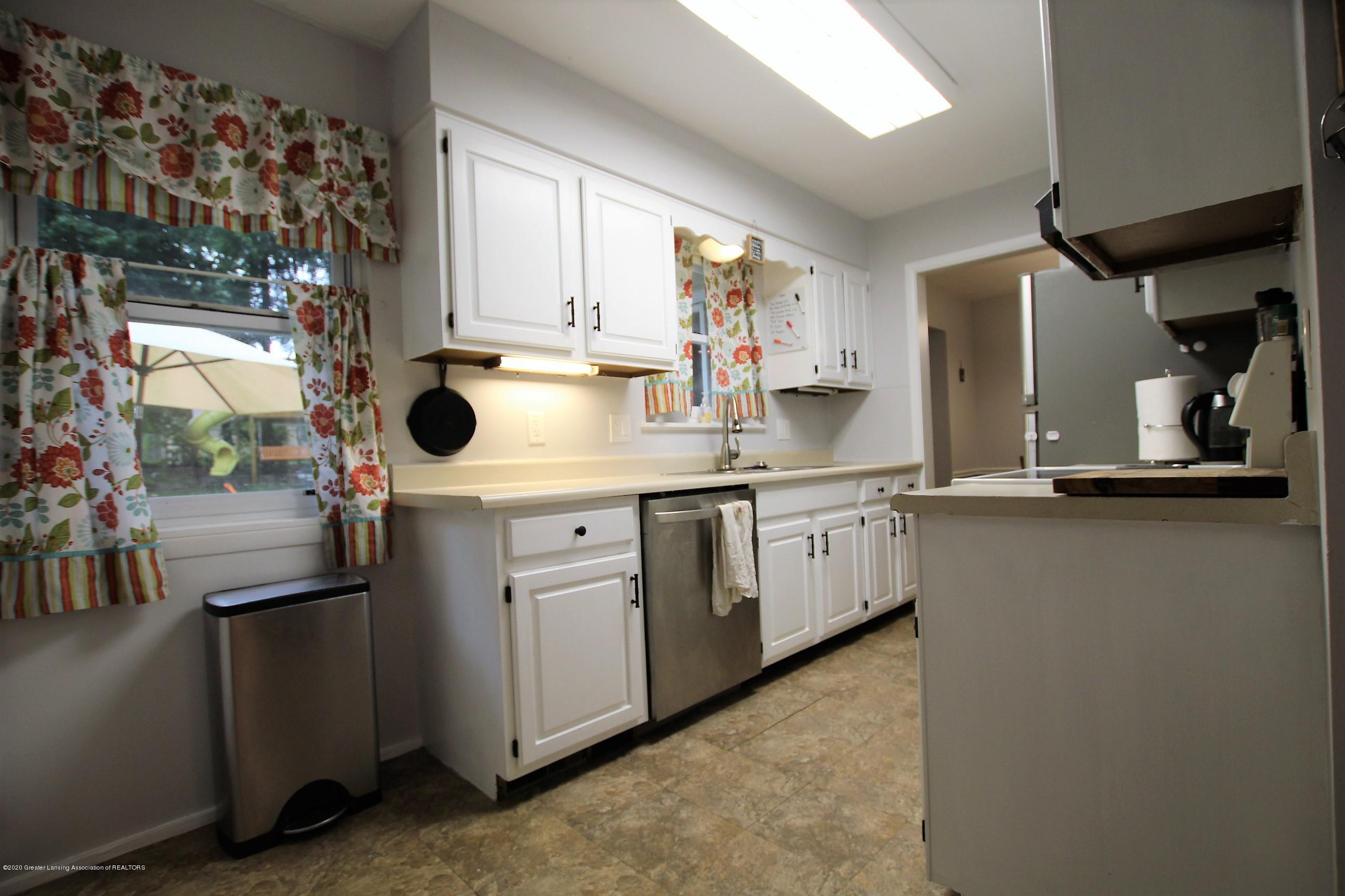 5585 Hallendale Rd - Kitchen - 13