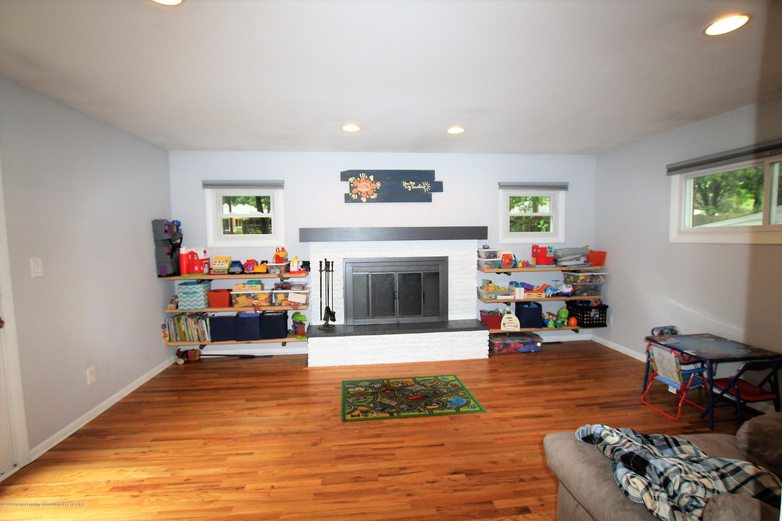 5585 Hallendale Rd - Family Room - 17