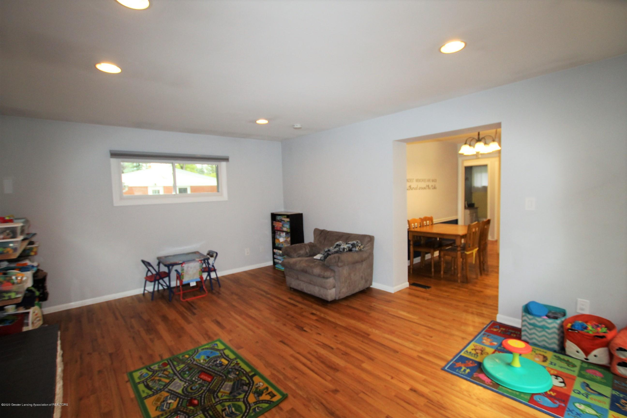 5585 Hallendale Rd - Family Room - 19