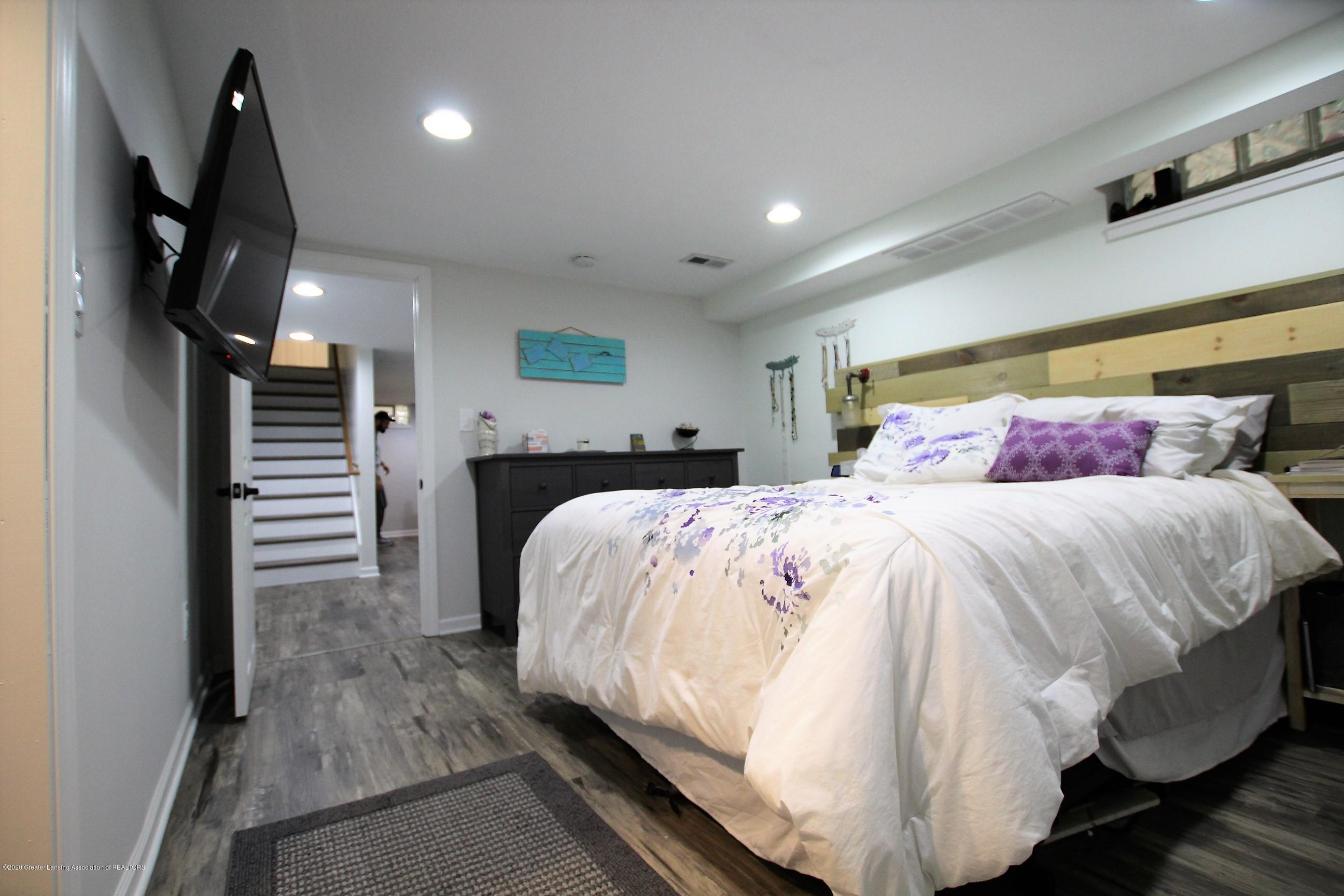 5585 Hallendale Rd - Master Bedroom - 33