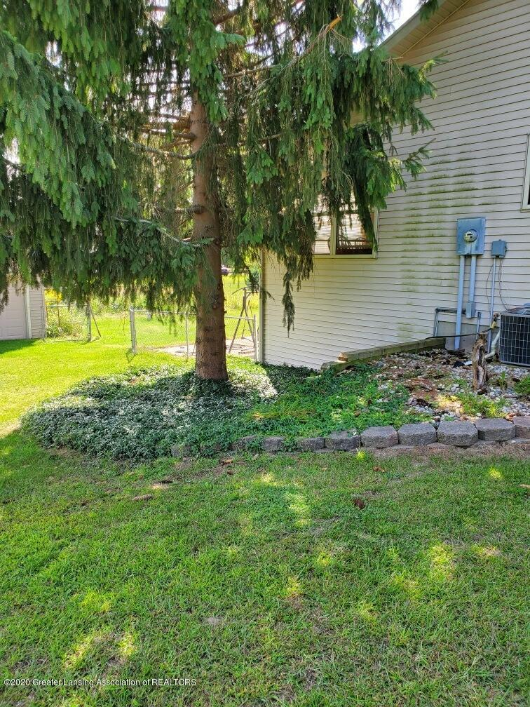 1455 W Taft Rd - Side yard - 3
