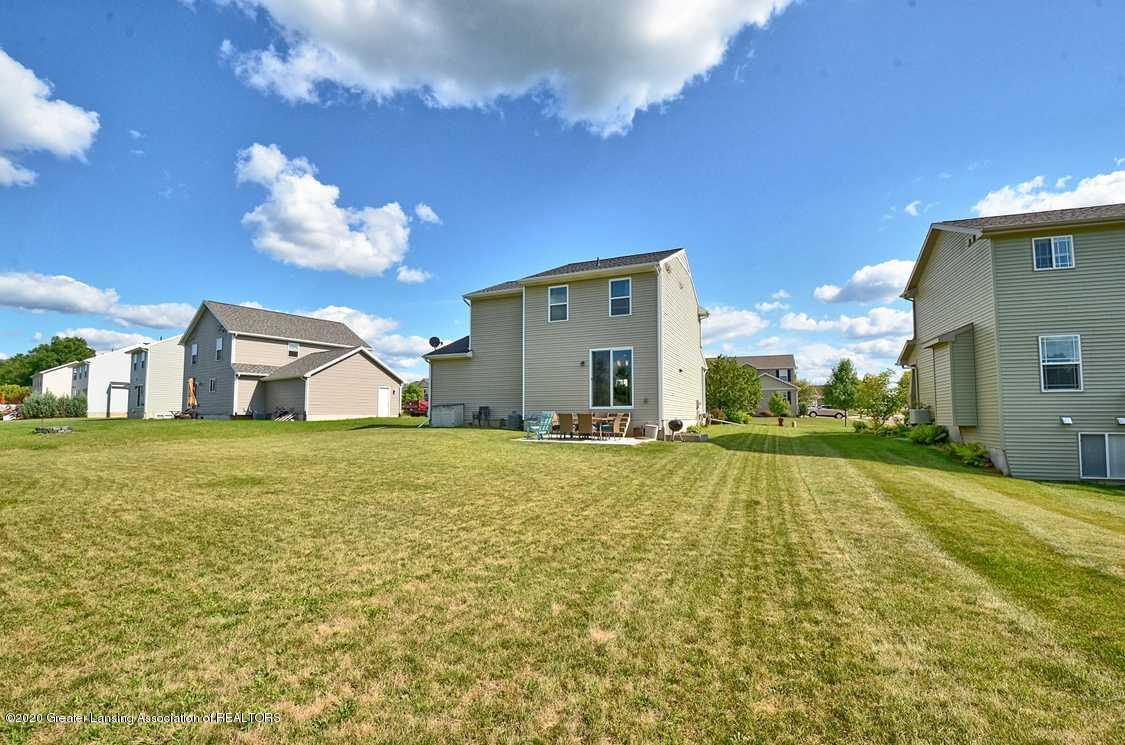3090 Moccasin Dr - Yard - 31
