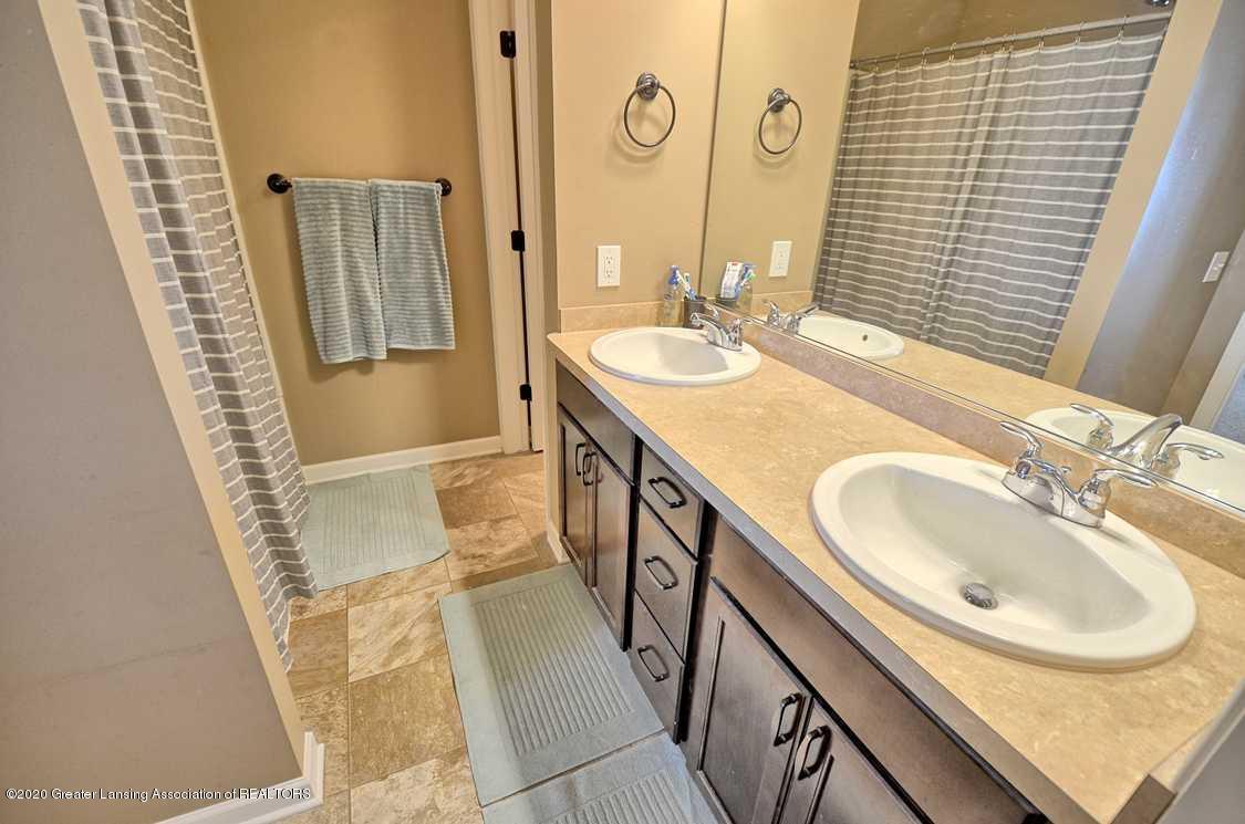 3090 Moccasin Dr - Main Bathroom - 15