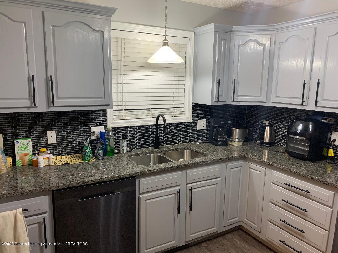 1835 Hollowbrook Dr - kitchen 3 - 5