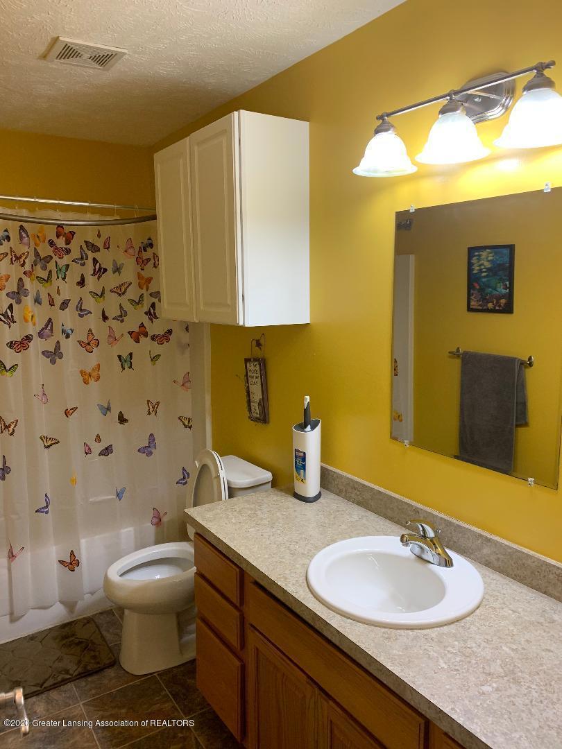 1835 Hollowbrook Dr - bathroom 1 - 21