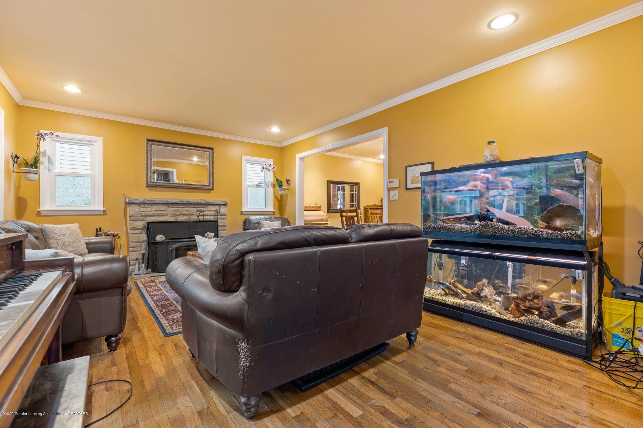 510 Meadowlawn St - Living Room - 3