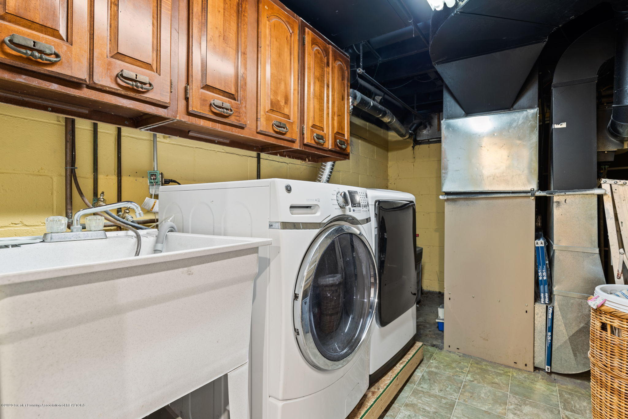 510 Meadowlawn St - Laundry Area - 25