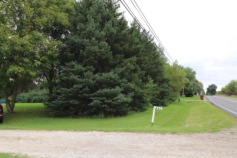 241 W Round Lake Rd - IMG_2587 - 4