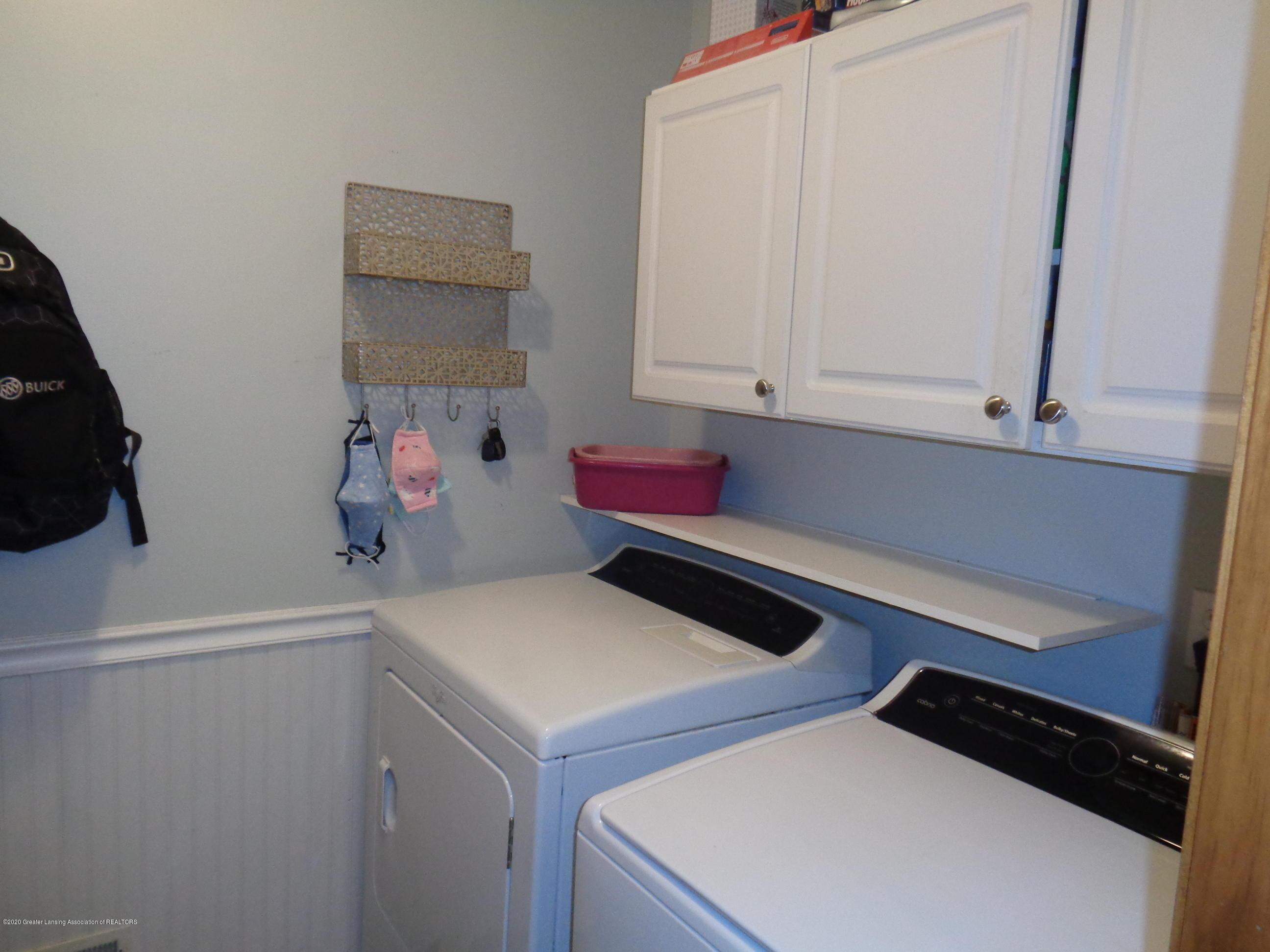 3099 Rosehill Dr - rosehill laundry - 8